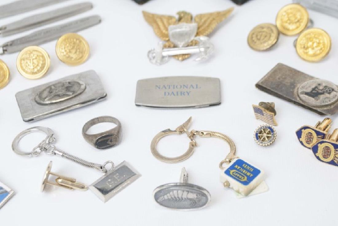 Collection Military Badges, Pocket Knives, Etc - 8