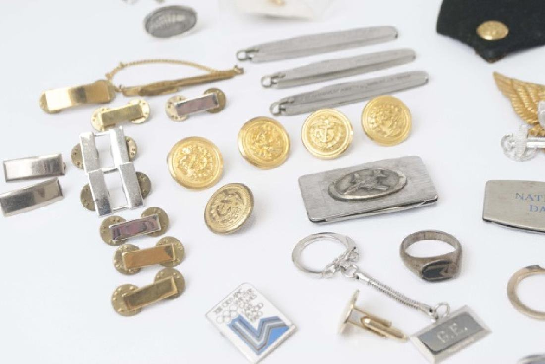 Collection Military Badges, Pocket Knives, Etc - 9