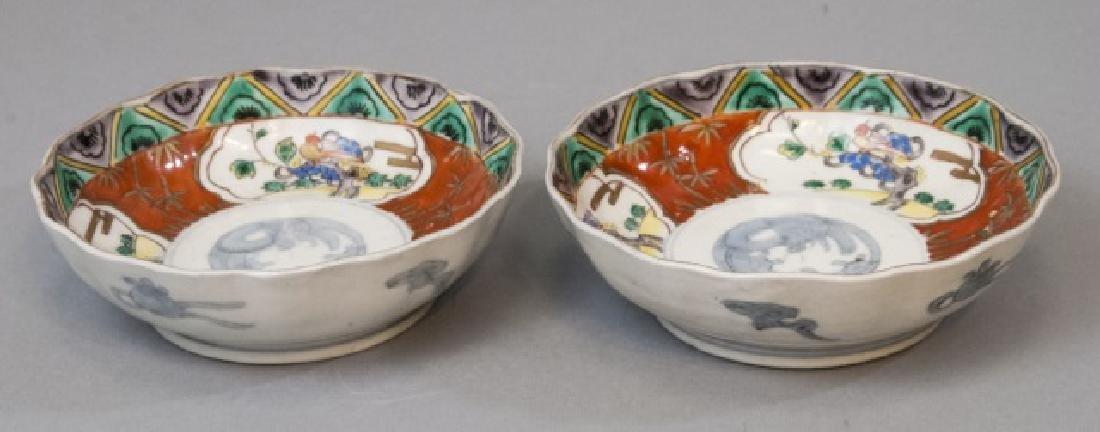 Pair Japanese Imari Porcelain Scalloped Edge Bowls