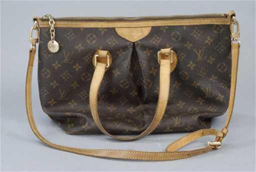 2500002987e1 Vintage Louis Vuitton Classic Monogram Purse. placeholder