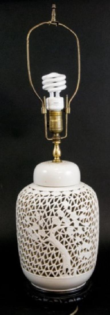 Vintage Porcelain Asian Table Side Lamp