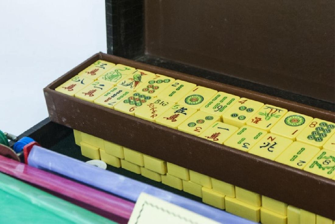 Vintage Mahjong Game Set in Fitted Case - 10