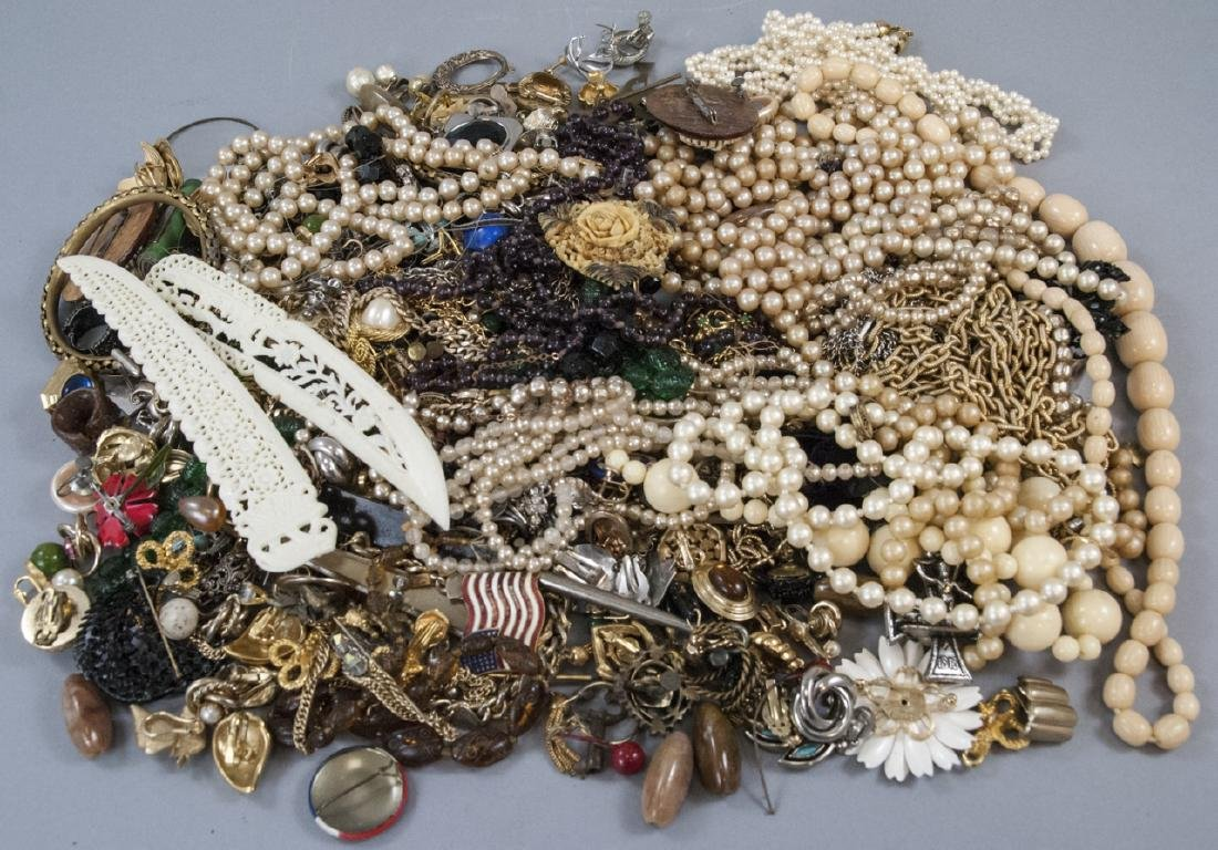 Collection of Vintage Costume Jewelry & Pieces