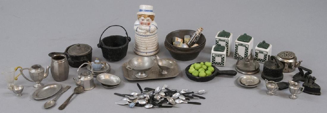 Collection Antique & Vintage Dollhouse Miniatures