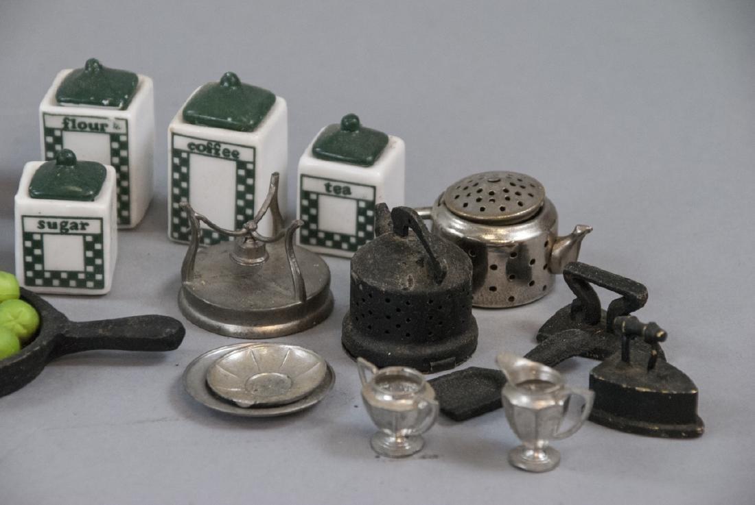 Collection Antique & Vintage Dollhouse Miniatures - 4