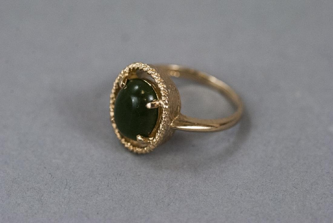 Estate Yellow Gold Cabochon Jade Retro Style Ring
