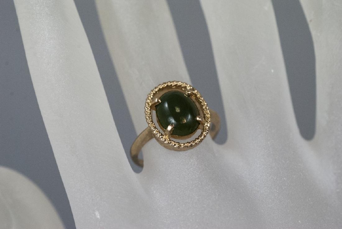 Estate Yellow Gold Cabochon Jade Retro Style Ring - 2