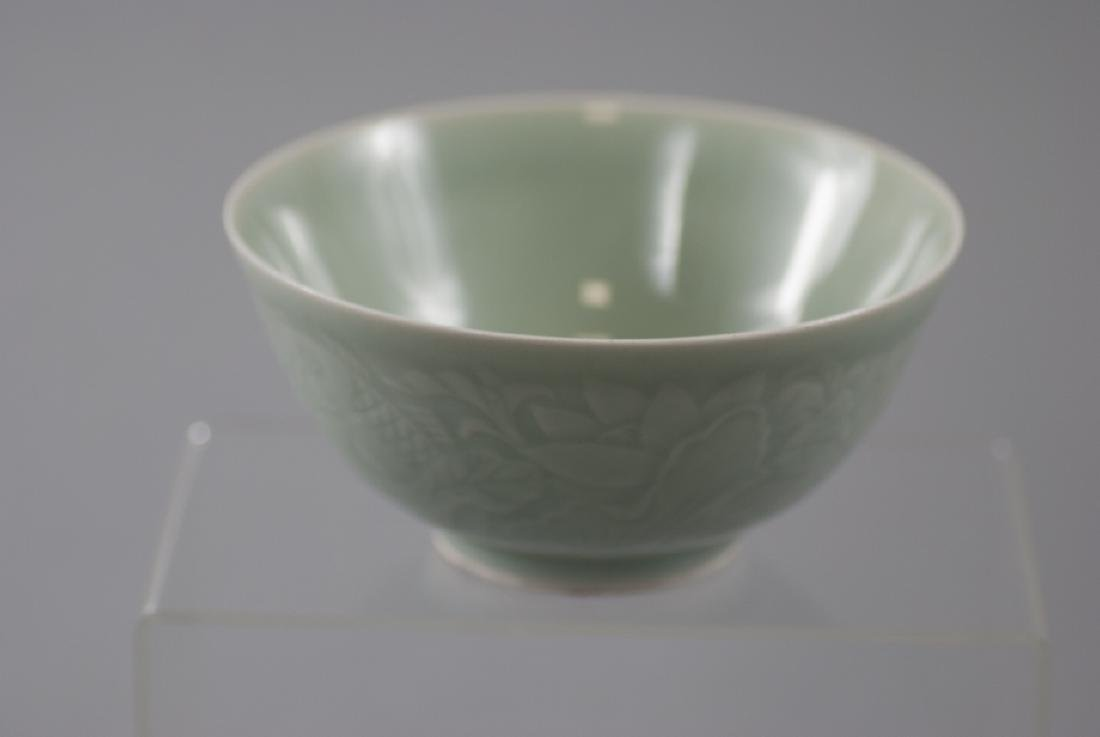 Chinese Celadon Porcelain Bowl w Fish Motif