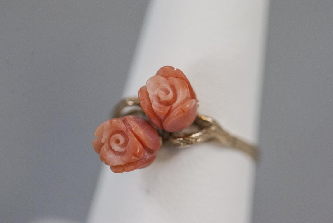Estate 14kt Yellow Gold & Carved Coral Flower Ring - 4