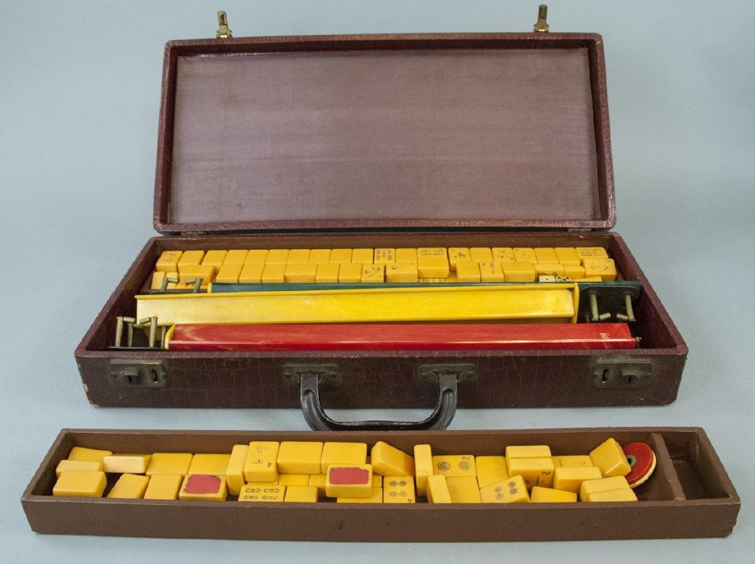 Vintage Mahjong Game Set in Carrying Case