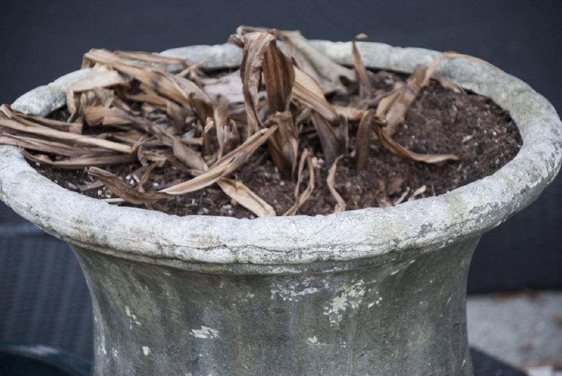 Garden / Patio Faux Limestone Urn Form Planter - 3