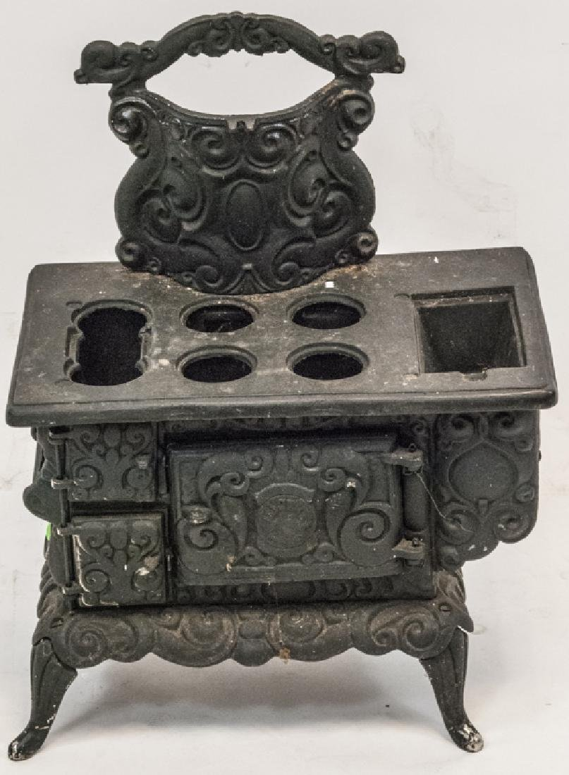 Child Size or Doll Display Toy Cast Iron Stove