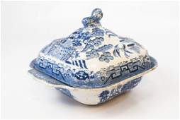 Antique English Blue Willow Chinese Pattern Tureen