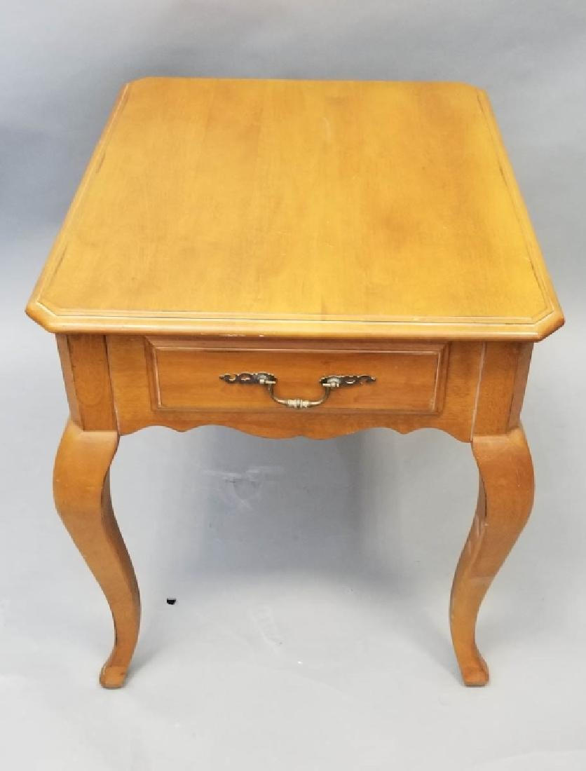 Ethan Allen Maple Tone Side Table w Cabriole Legs