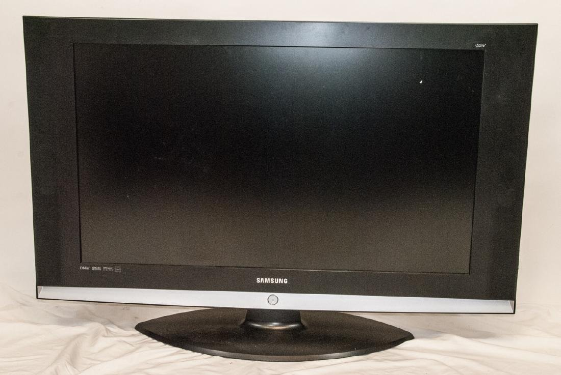 34 Inch Flat Screen Samsung TV