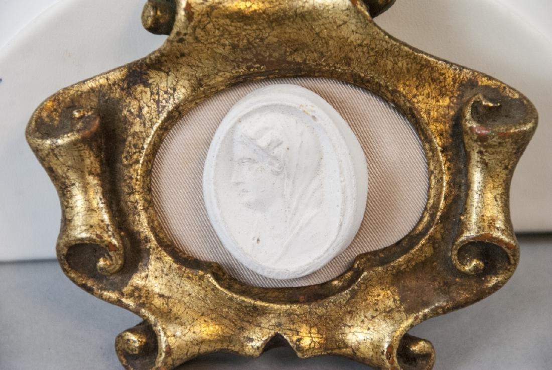 Antique Italian Frame w Grand Tour Style Medallion - 2