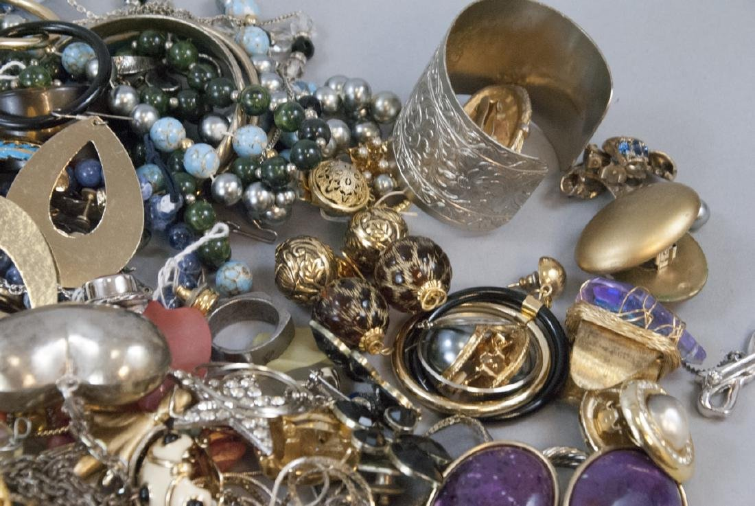 Large Collection of Vintage Costume Jewelry Pieces - 4
