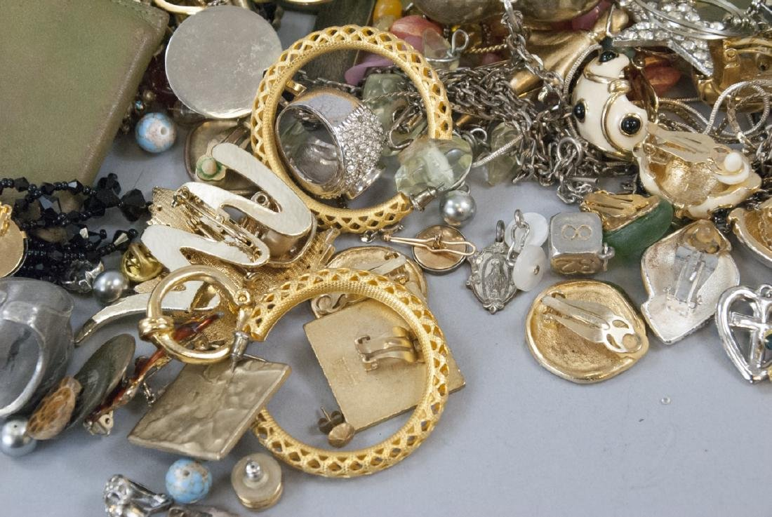 Large Collection of Vintage Costume Jewelry Pieces - 6