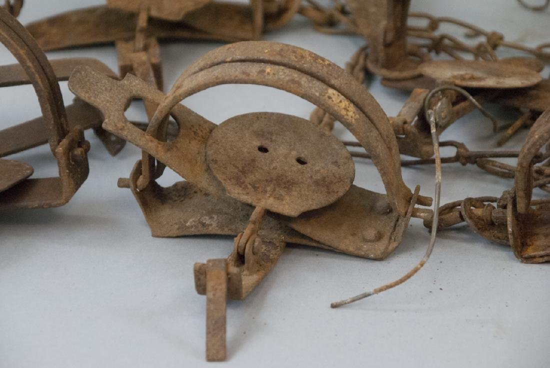 Box Full Of 10 Rusted Vintage Small Animal Traps - 2