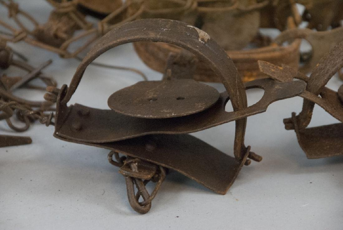Box Full Of 10 Rusted Vintage Small Animal Traps - 4