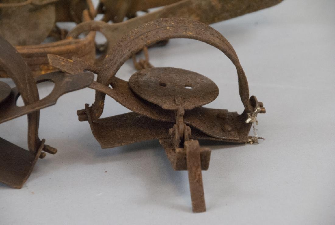 Box Full Of 10 Rusted Vintage Small Animal Traps - 5