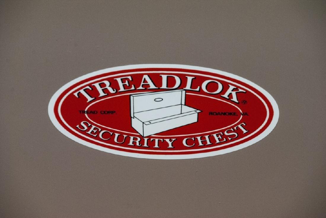 Vintage Treadlock Security Gun Case - 6