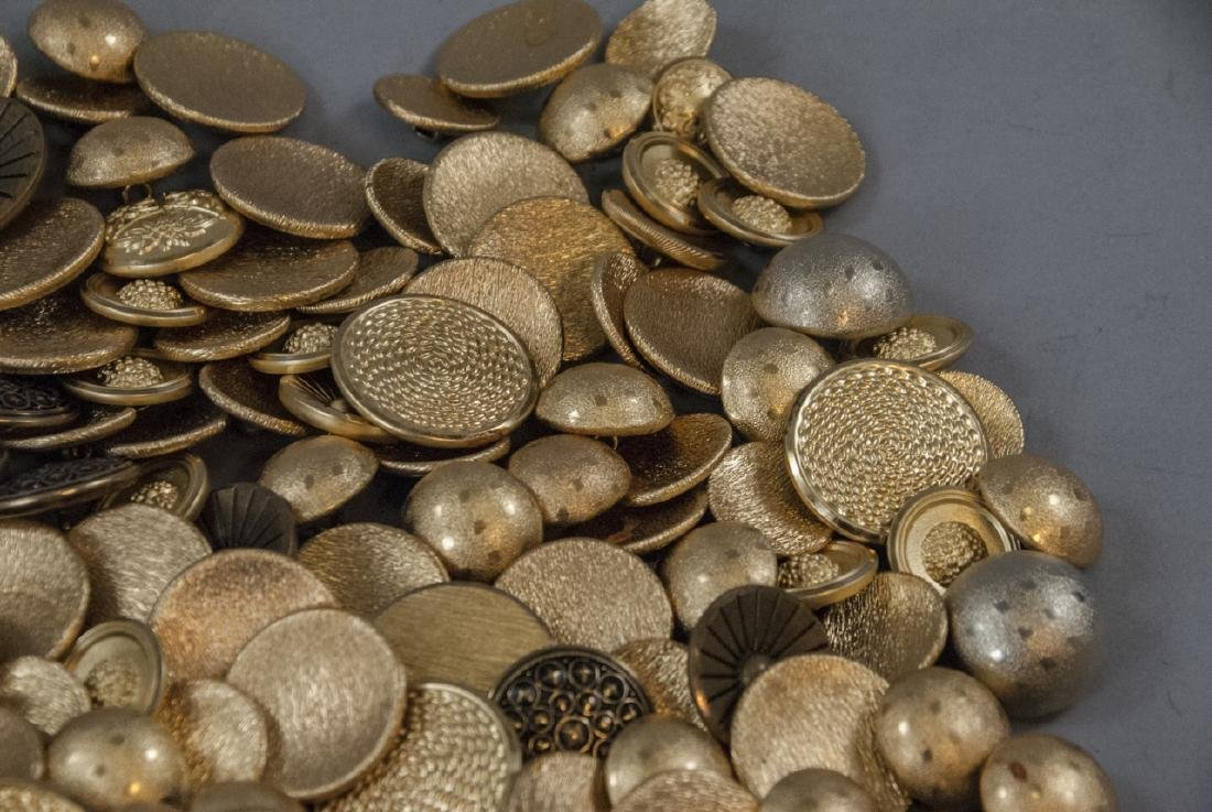 Collection Vintage Gold & Brass Tone Metal Buttons - 4