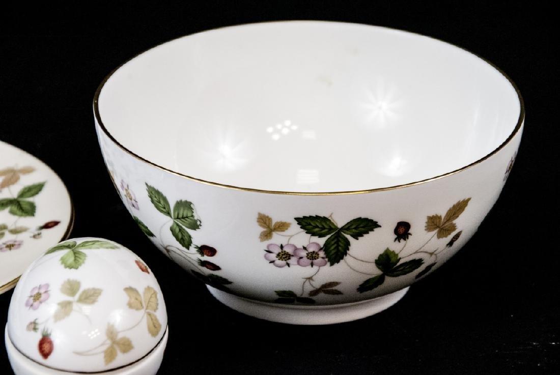 Vintage Wegwood Wild Strawberry Porcelain Objects - 3