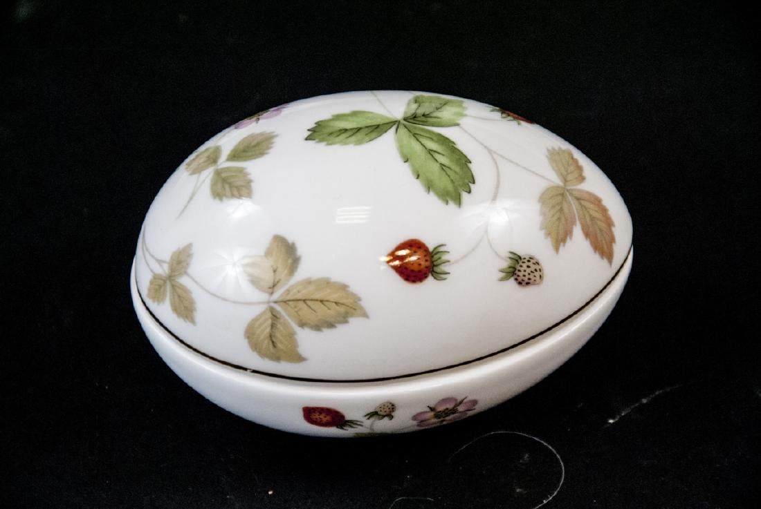 Vintage Wegwood Wild Strawberry Porcelain Objects - 4
