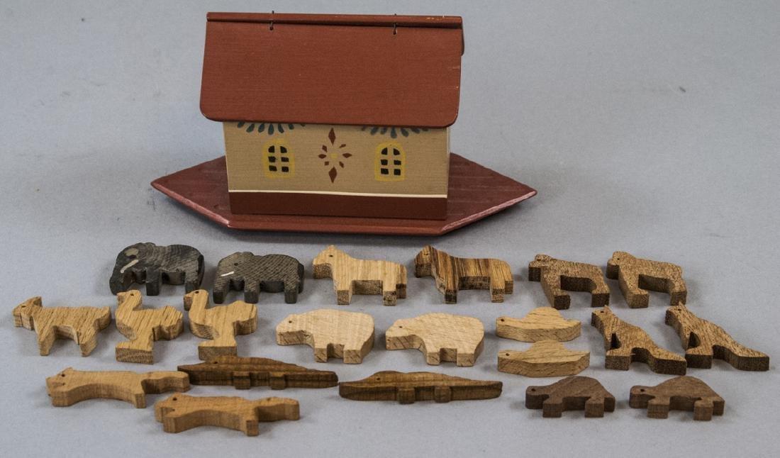 American Folk Art Handmade Noah's Ark w Animals