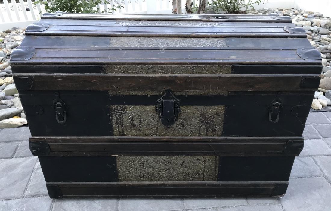 Antique PT Dugan & Co Hammered Metal Steamer Trunk - 8