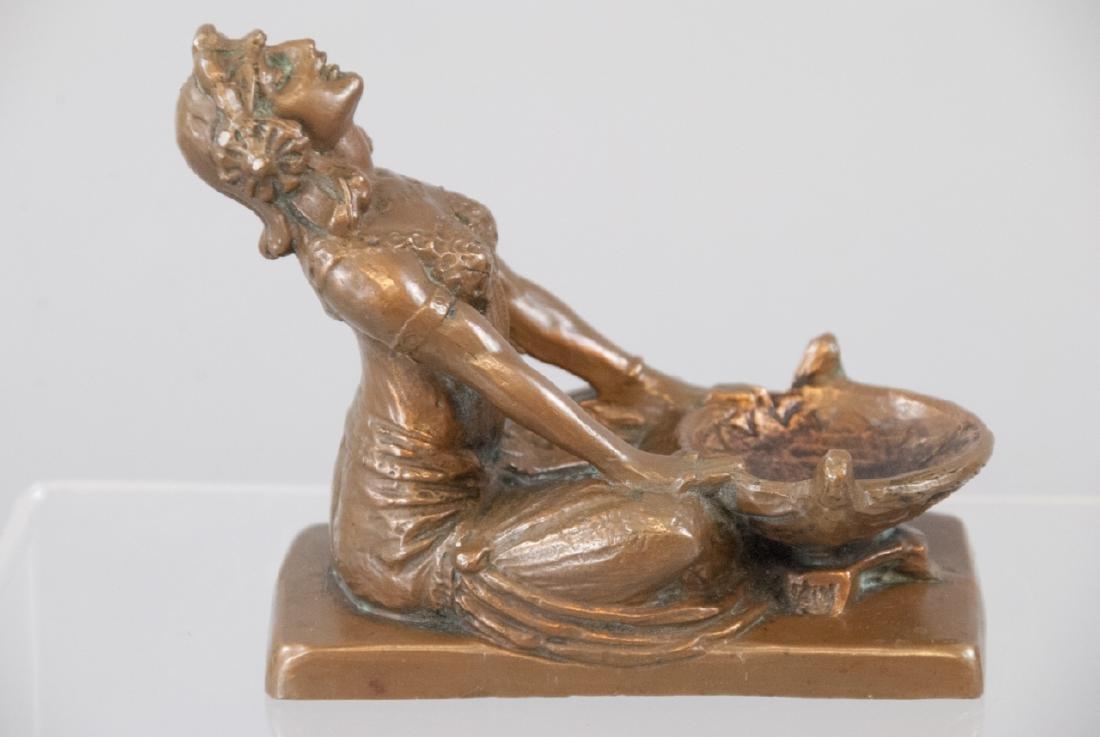 Antique Art Deco Bronze Statue of a Gypsy Woman - 3