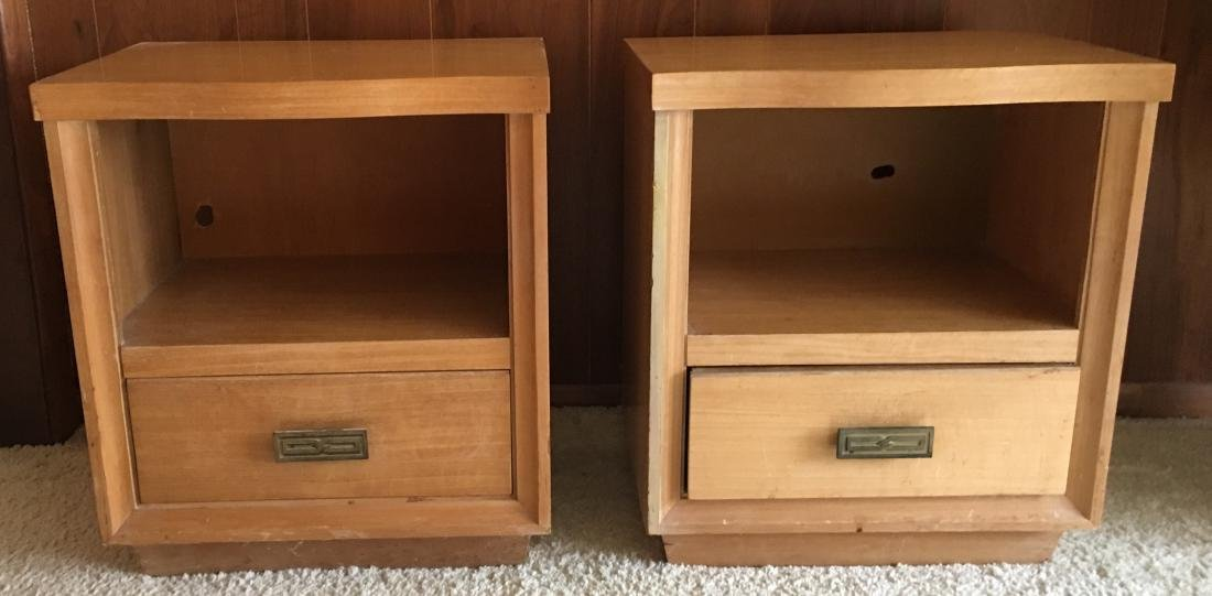 Pair Contemporary Style Nightstands / End Tables