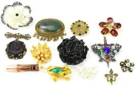 Collection Vintage Costume Jewelry Brooches / Pins
