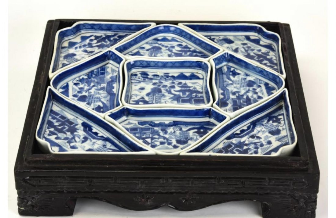 Chinese Porcelain Serving Dishes w Wooden Case