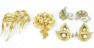 Group Vintage Costume Jewelry Earrings & Brooches