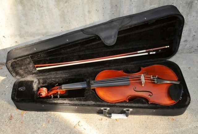 Vintage 16.5 Inch Romanian Viola w/Bow and Case