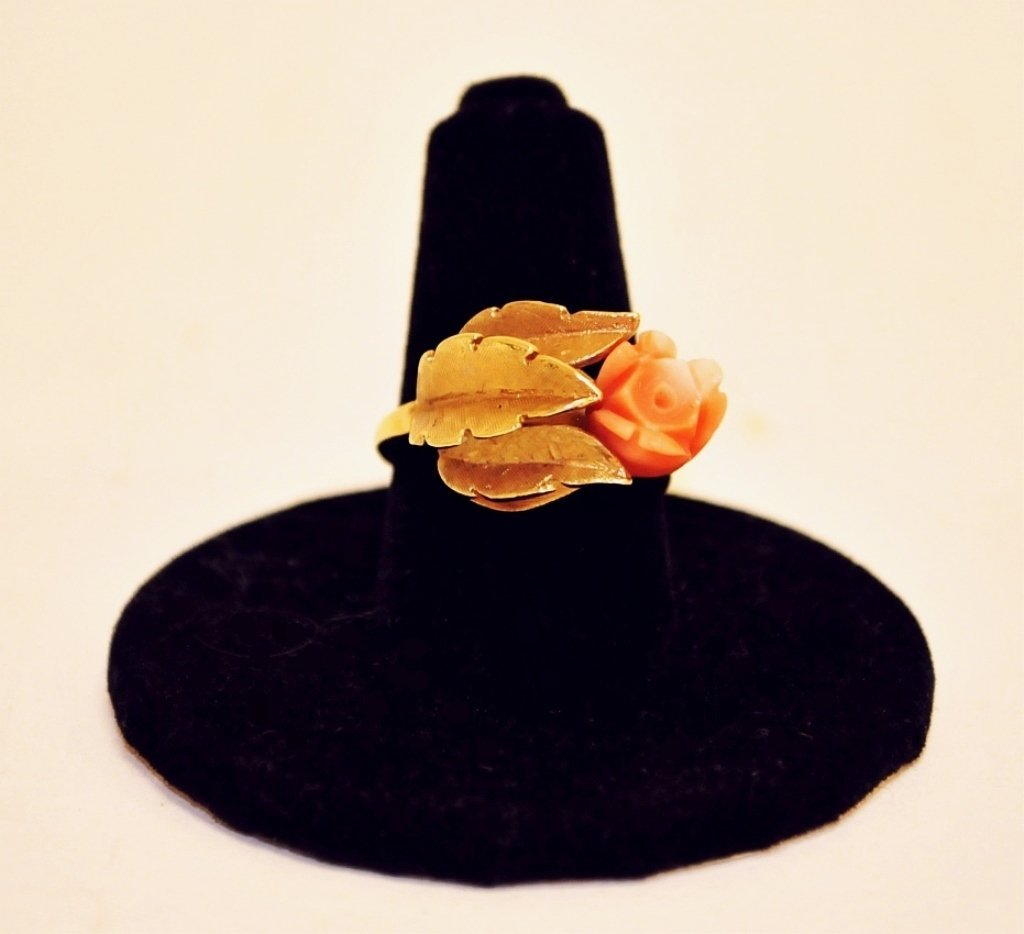 Vintage 14K Ring w/Salmon Coral Flower & 3 Leaves