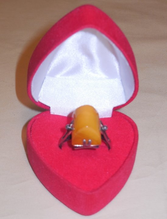An Amber Ring Size 9