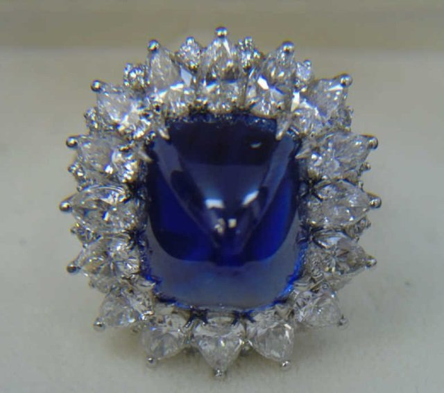 Important Estate 22 Carat Sugarloaf Sapphire Ring