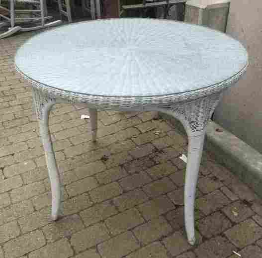 Antique American White Wicker Round Dining Table
