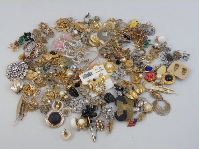 Vintage & Retro Costume Jewelry Earrings Brooches