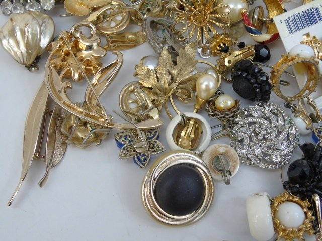 Vintage & Retro Costume Jewelry Earrings Brooches - 3