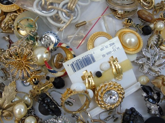 Vintage & Retro Costume Jewelry Earrings Brooches - 6