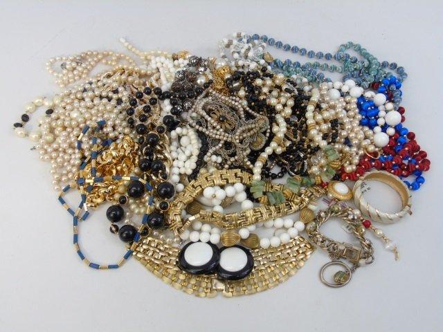 Vintage & Retro Costume Jewelry Necklaces