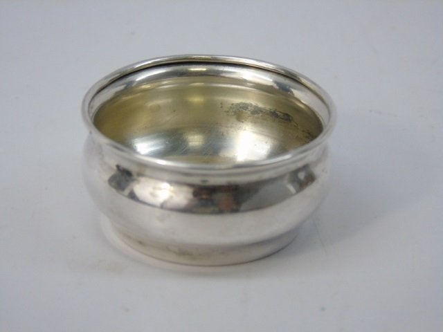 Antique Boxed Set of Sterling Salt Cellars w Spoon - 3