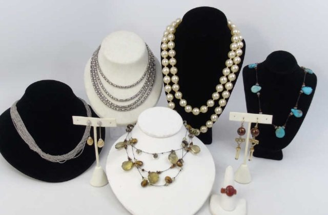 Vintage Collection of Costume Jewelry Items