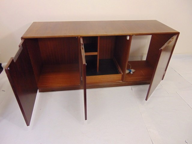 Mid Century Modern Console / Credenza Cabinet - 3