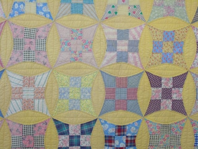 Vintage American Handmade / Hand Sewn Quilt - 2