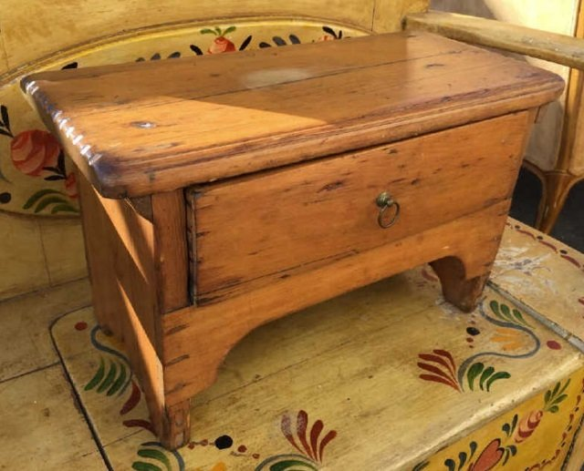 Antique Early American Style Work Bench w Drawer - 2